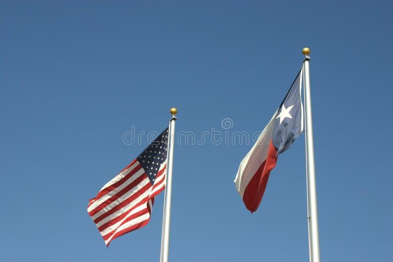 De Vlaggen van Amerikaan en van Texas stock afbeelding