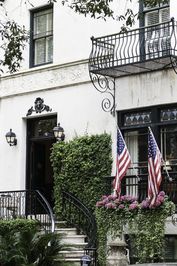 De Vlaggen van de V.S. van de herenhuisingang royalty-vrije stock afbeeldingen