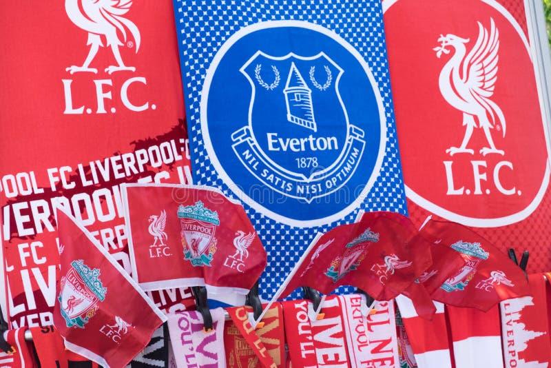 De vlaggen van het de voetbalteam van Liverpool en Everton- stock afbeelding