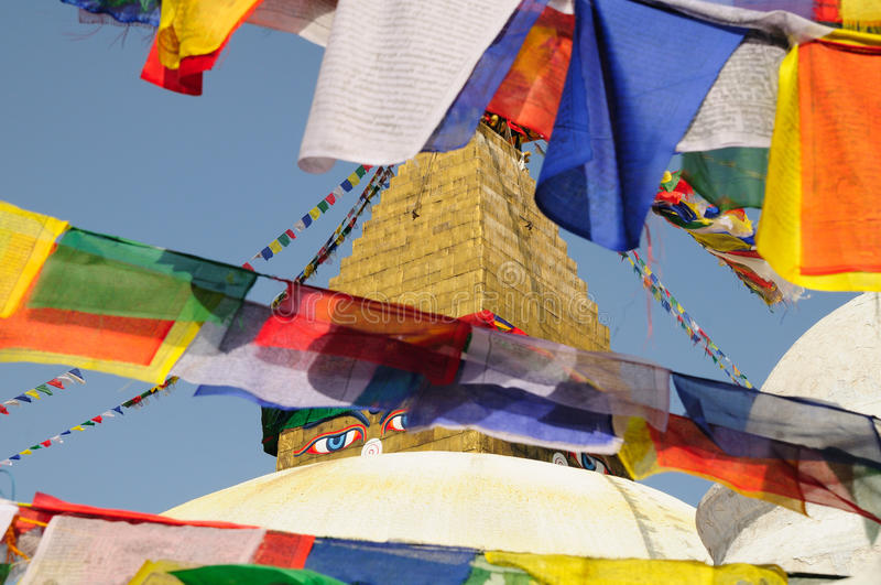 De vlaggen van het gebed bij Boeddhistische stupa van Boudhanath royalty-vrije stock foto's