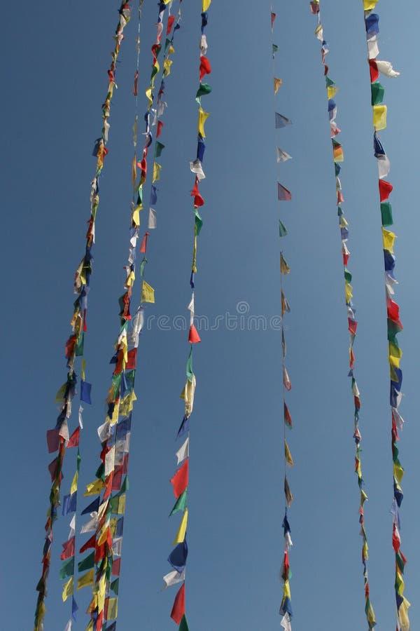 De Vlaggen van het gebed in de wind royalty-vrije stock fotografie