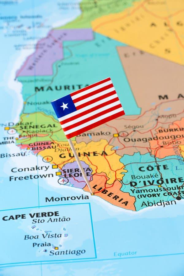De vlagspeld van Liberia op een wereldkaart stock fotografie