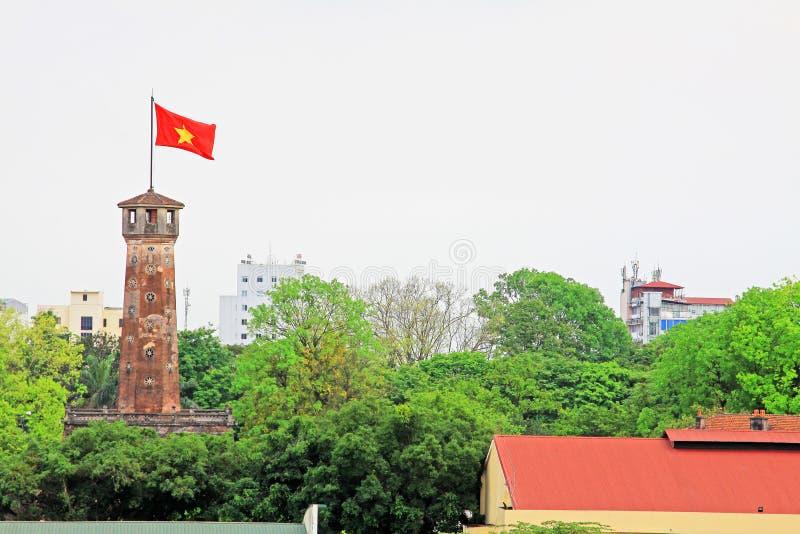 De Vlagtoren van Hanoi in Keizer Lange Citadel van Thăng, de Werelderfenis van Unesco van Vietnam stock afbeelding