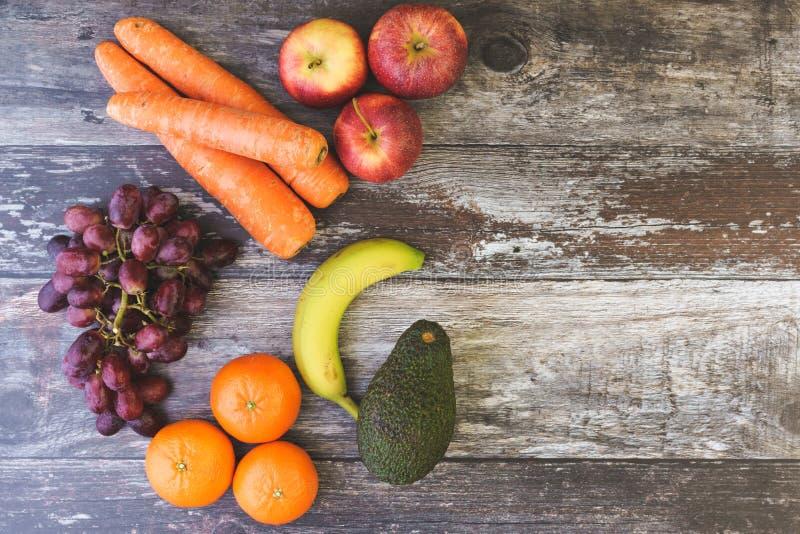 De Vlakte van fruitveg legt met Exemplaarruimte stock afbeeldingen
