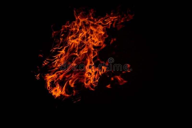 De Vlam van de brand die op zwarte wordt ge?soleerdm royalty-vrije stock afbeeldingen