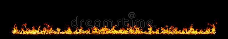 De vlammen van de brand op zwarte royalty-vrije stock fotografie