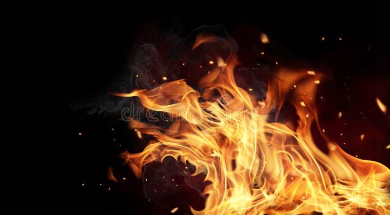 De vlammen van de brand op zwarte achtergrond stock foto