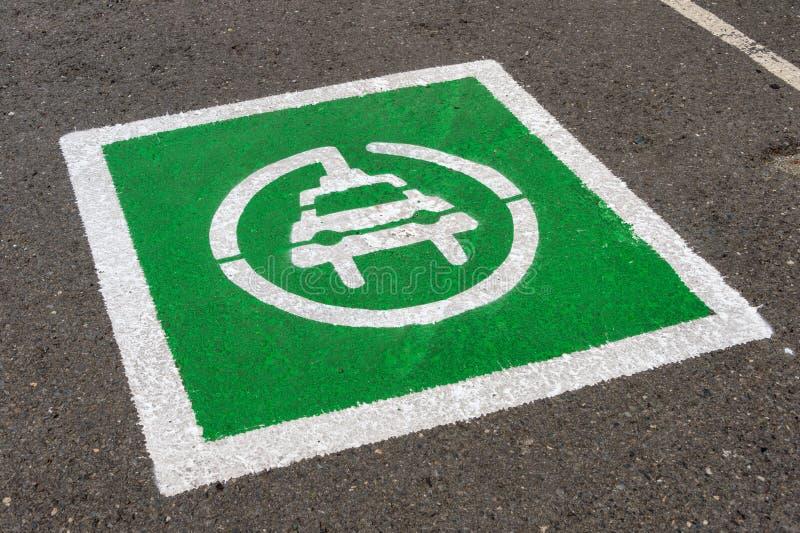 De vlek van het elektrisch voertuigparkeren stock afbeeldingen