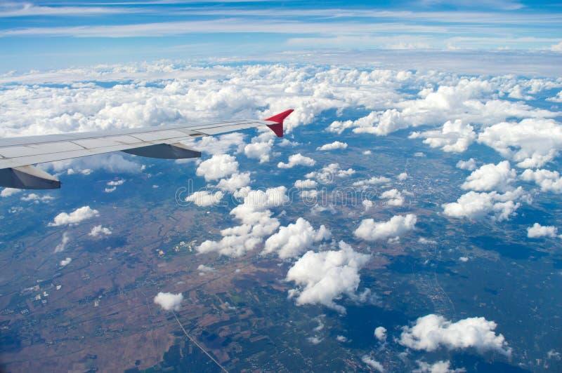 De vleugel van vliegtuig stock afbeelding