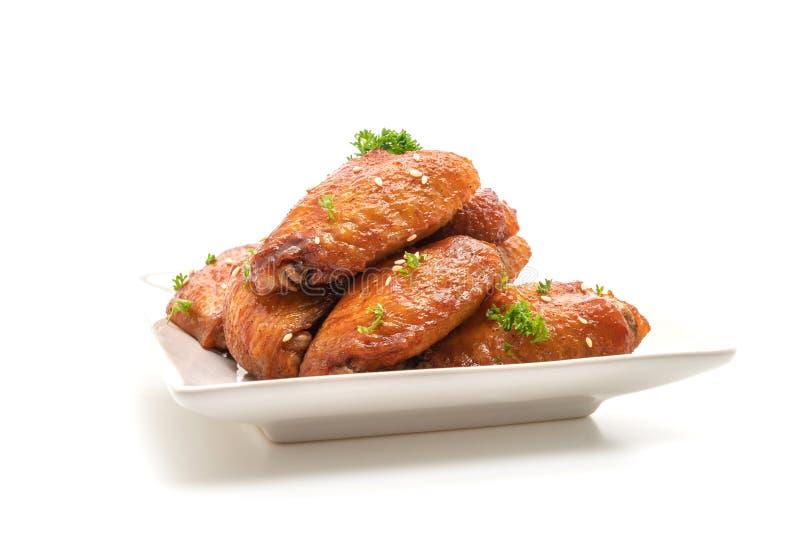 de vleugels van de barbecuekip met witte sesam stock foto's