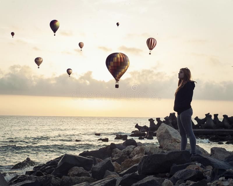 De vlieg van zonsopgangballons stock foto
