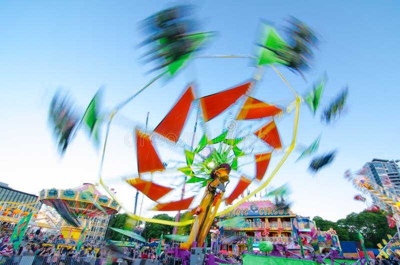 De Vliegervlieger is een aantrekkelijkheid ` laat ruiterservaring ` in de streek van het pretpark van Sydney Easter toont 2013 bi royalty-vrije stock fotografie