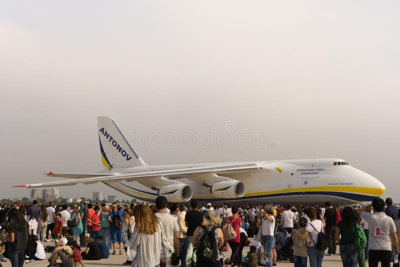 De vliegtuigen van de Antonovlading in Euroasia-lucht tonen gebeurtenis 2018 in Antalya, Turkije stock fotografie