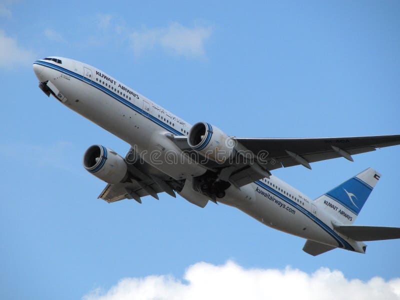 De vliegtuigen van de Luchtroutes van Koeweit stock afbeelding