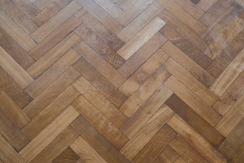 De vloer van het visgraatparket - oude houten vloer stock afbeeldingen