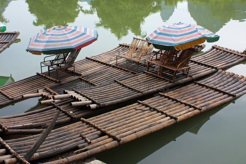 De vlotten van het bamboe, China stock afbeelding