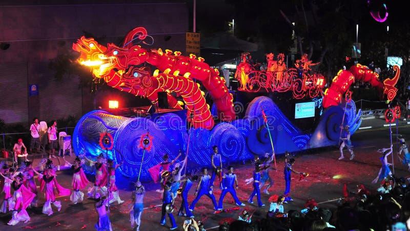 De vlotter van de draak bij Chingay Parade 2009 stock afbeeldingen