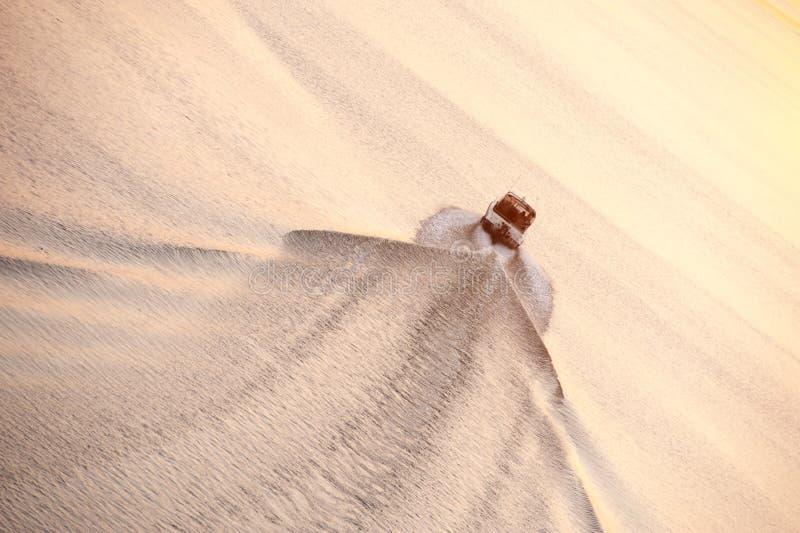 De vlotters van de motorboot op een kalme overzeese vlotte oppervlakte royalty-vrije stock afbeelding