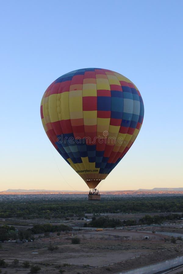 De Vlucht van de woestijnballon royalty-vrije stock afbeeldingen