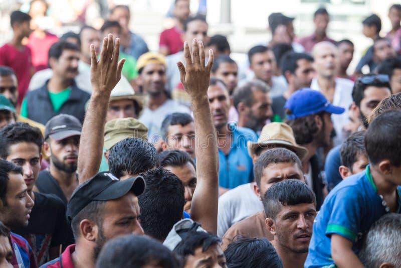 De vluchtelingen protesteren bij Keleti-station in Boedapest stock foto's