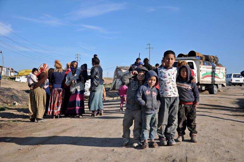 De vluchtelingen van Syriër en van de zigeuner in Anatolische kant van Istanboel, Turkije royalty-vrije stock afbeeldingen