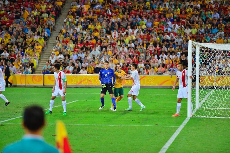 De Voetbal Team Defending Their Goal van China stock afbeeldingen