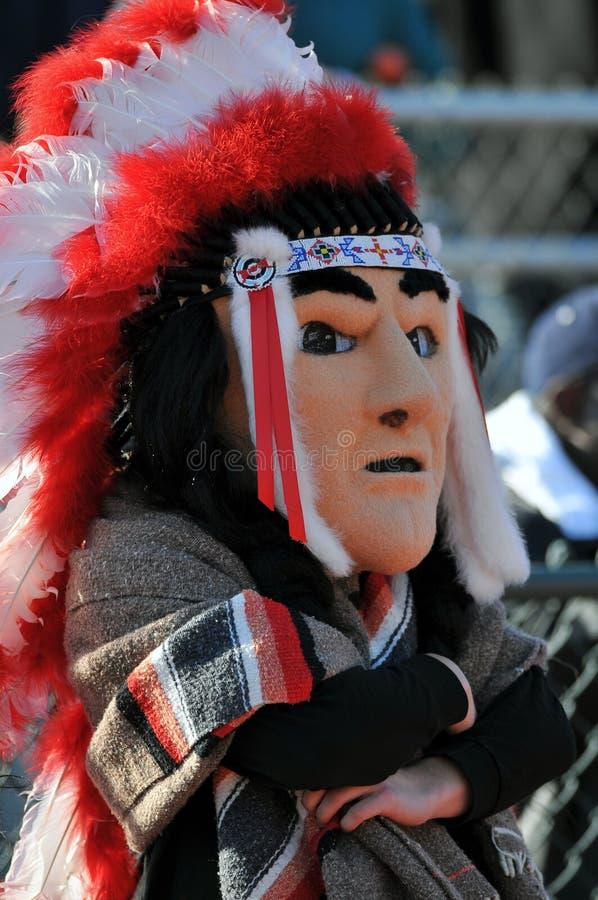 De voetbalmascotte van de middelbare school - Inheemse Amerikaan stock fotografie