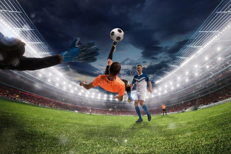 De voetbalstriker raakt de bal met een acrobatische fietsschop het 3d teruggeven stock afbeelding