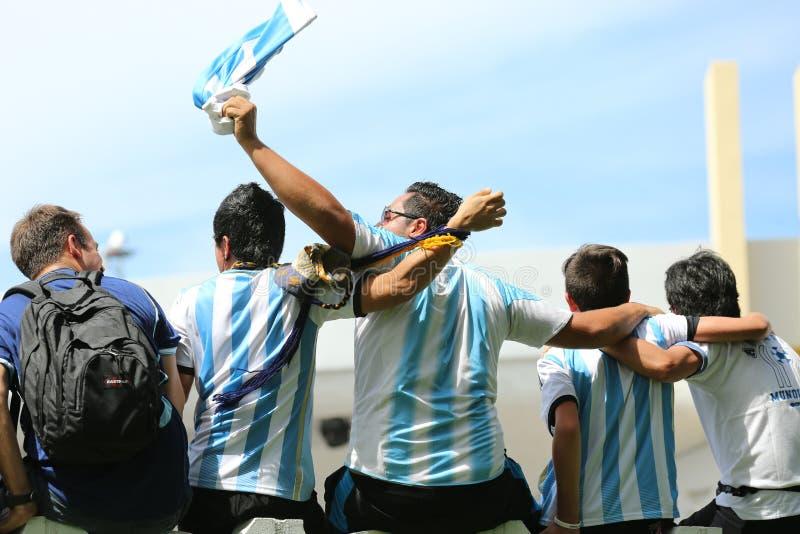 De voetbalventilators van Argentinië op het strand van Miami stock afbeelding
