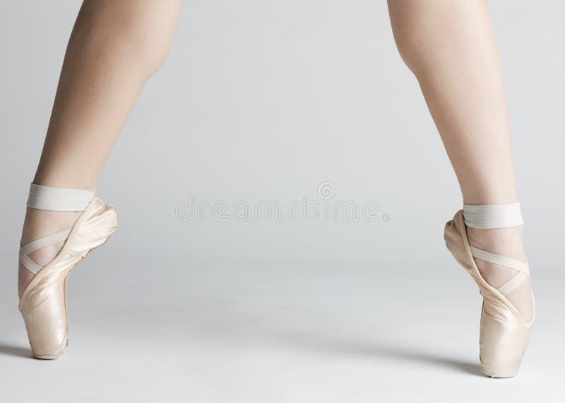 De voeten van de balletdanser royalty-vrije stock afbeelding
