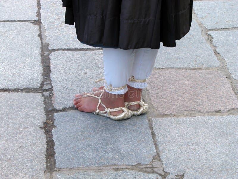 De voeten van de boeddhistische monnik stock foto