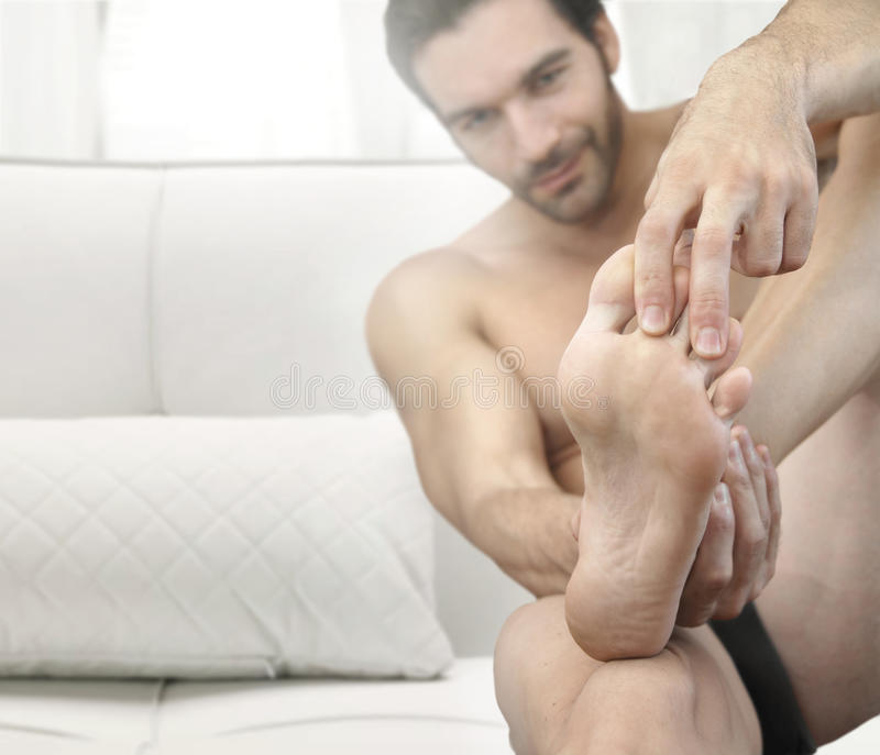 De voeten van de mens stock foto