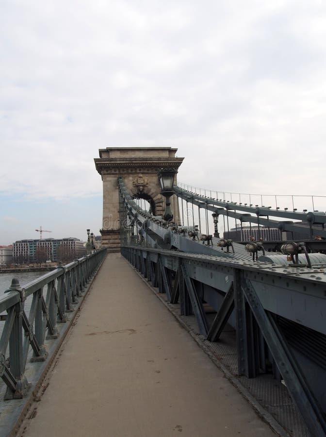 De voetgang van de beroemde kettingsbrug in Boedapest Hongarije royalty-vrije stock afbeeldingen