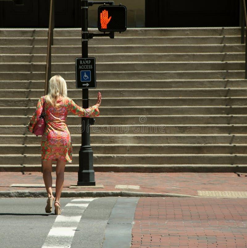De voetganger heeft het recht van overpad royalty-vrije stock foto's