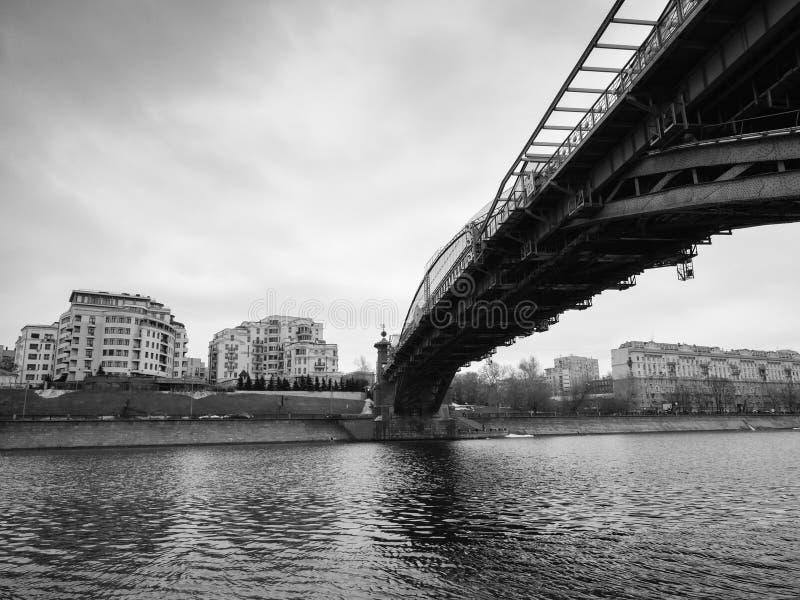 De voetgangersbrug van Moskou, Rusland - Bogdan Khmelnitsky- stock foto's