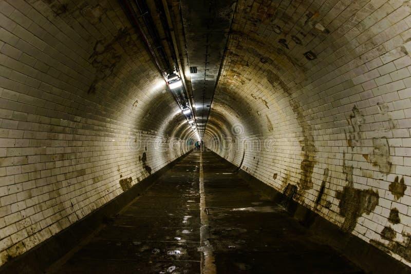 De voettunnel van Greenwich in Londen stock foto's
