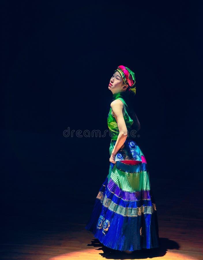 De volksdans van meisje-Axi sprong-Yi van het Yikostuum royalty-vrije stock foto's