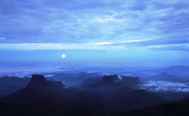 De volle maan bij zonsopgang, Sri Lanka royalty-vrije stock fotografie