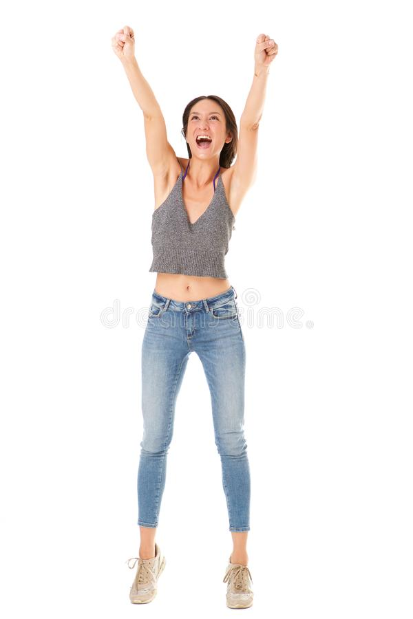 De volledige lichaams vrolijke jonge Aziatische vrouw met dient lucht tegen geïsoleerde witte achtergrond in stock afbeeldingen