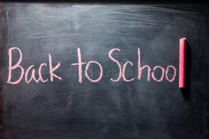 De volta à escola com giz no quadro-negro imagens de stock