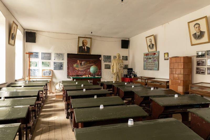 De volta à escola Quarto da velha escola Sala velha de União Soviética fotos de stock