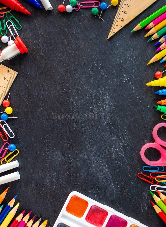 De volta ao fundo da escola (EPS+JPG) Fontes de escola na placa de giz preta Configura??o lisa fotos de stock royalty free