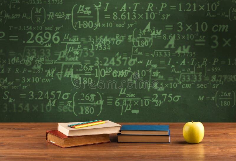 De volta ao quadro-negro da escola com números imagem de stock