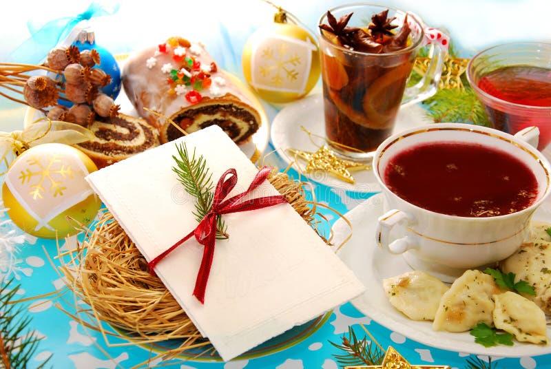 De vooravondwafeltje van Kerstmis en traditionele schotels stock afbeelding