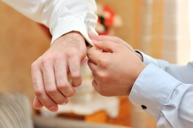 De voorbereiding van de bruidegomsochtend stock foto
