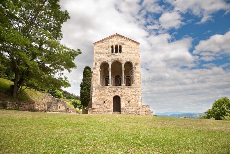 De voordeur van Santa Maria del Naranco royalty-vrije stock afbeeldingen