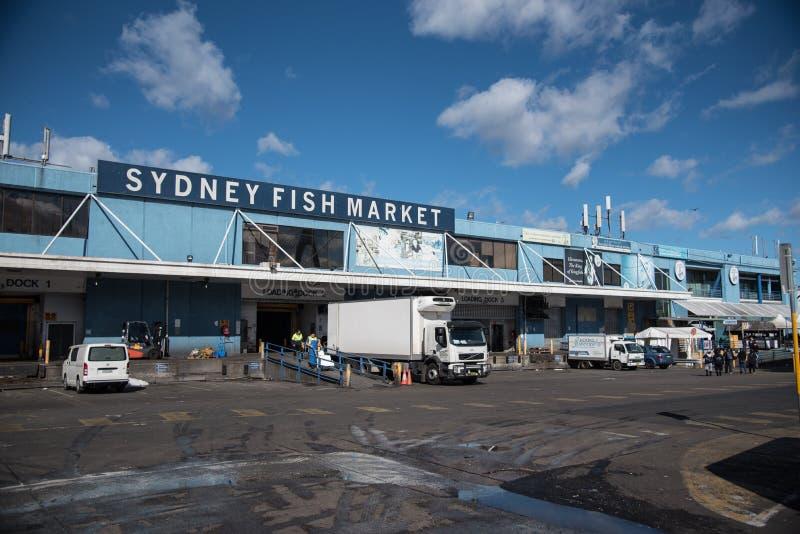De voorgevel bouw van Sydney Fish Market is, neemt de Vissenmarkt een werkende vissershaven, in het groot, verse zeevruchtenklein royalty-vrije stock foto's