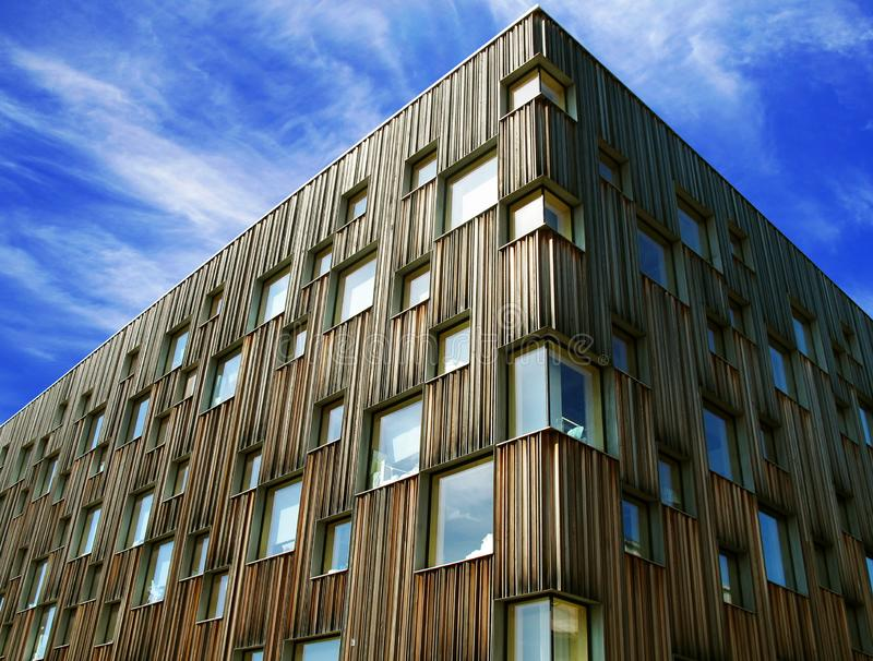 De voorgevel van de architecturale universiteit van Umea stock fotografie