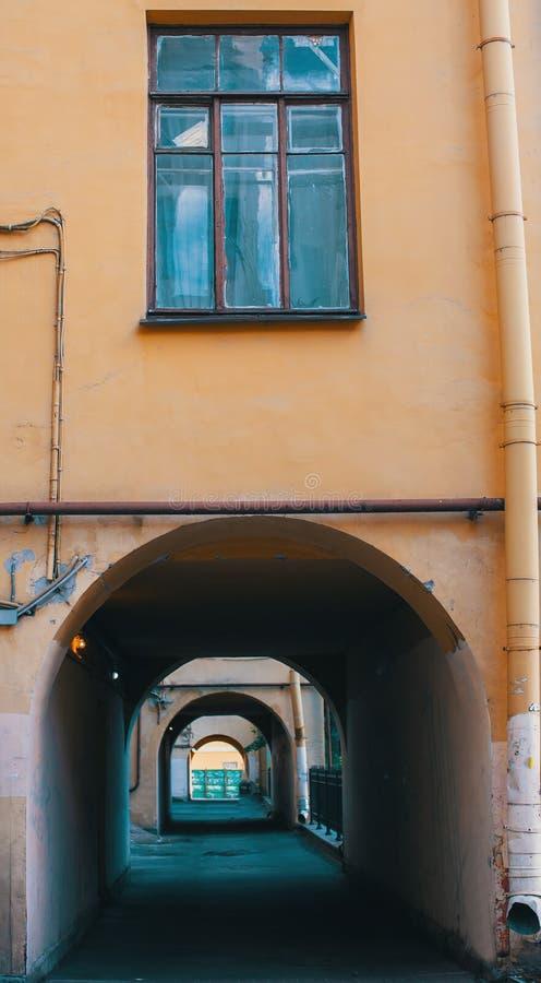 De voorgevel van de de bouwwerven structureert vormen in St. Petersburg stock foto