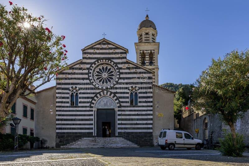 De voorgevel van de Kerk van Sant 'Andrea, Levanto, Ligurië, Italië stock foto's
